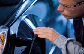 Auto Kratzer im Lack entfernen